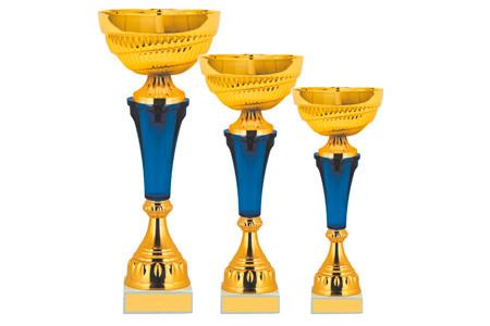 Кубок из желтого металла с синей вставкой на ножке