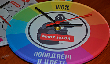 Часы с логотипом любой формы из пластика или акрила