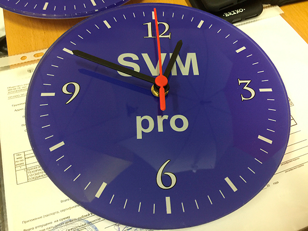 Часы из акрила с уф-печатью