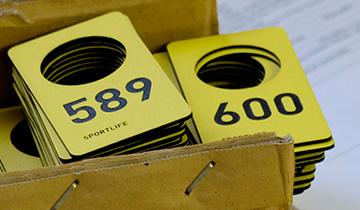Номерки из акрила и пластика с уф-печатью или лазерной гравировкой