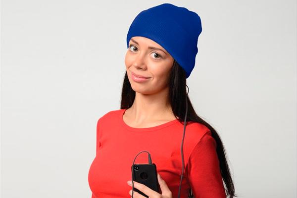 шапка с наушниками с печатью логотипа