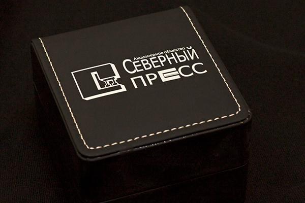 уф-печать логотипа на подарочной упаковке