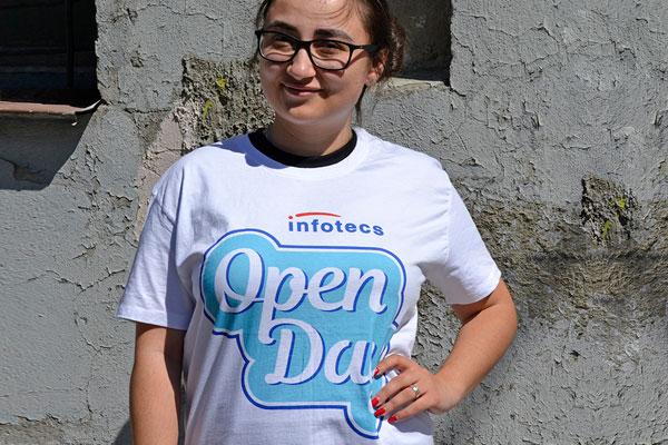 футболка с печатью логотипа
